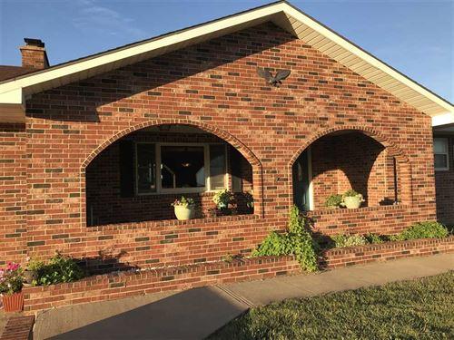 Beautiful Homestead on Acreage Wit : Emporia : Lyon County : Kansas