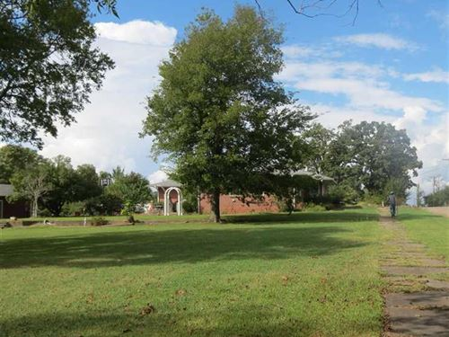 Large Home On Corner Lot In Hugo : Hugo : Choctaw County : Oklahoma