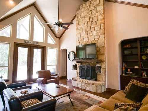 Beautiful Home On 9.351 Acres : Rockdale : Milam County : Texas