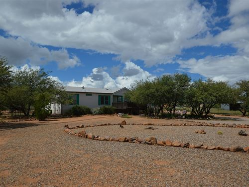 Elegant Country Living On.98 ac : Hereford : Cochise County : Arizona