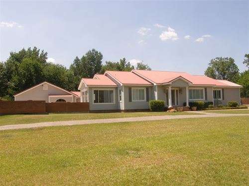 One Of A Kind Homeplace : Linden : Marengo County : Alabama