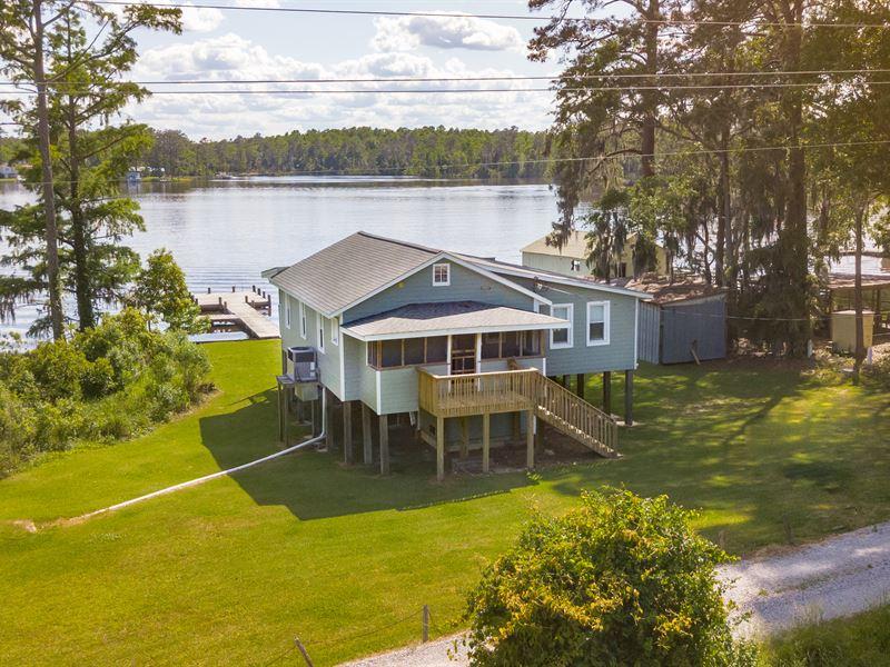 Knotty Pine Cottage : Blounts Creek : Beaufort County : North Carolina