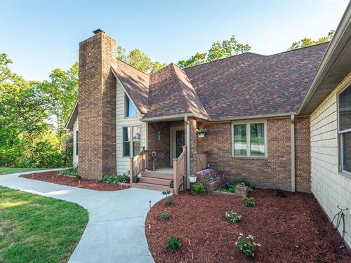 Custom Country Home On 10M/L Ac : Mountain Grove : Wright County : Missouri