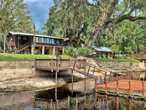 Suwannee River Waterfront : Old Town : Dixie County : Florida