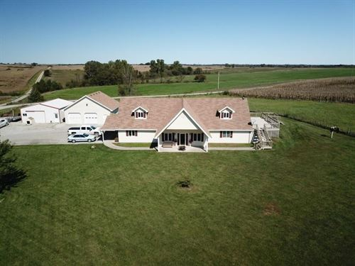 Beautiful Country Home w Open Floor : King City : Gentry County : Missouri