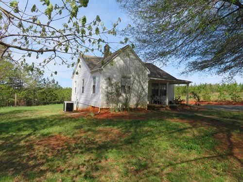 Cozy Country Home Gretna, VA 1 : Gretna : Pittsylvania County : Virginia