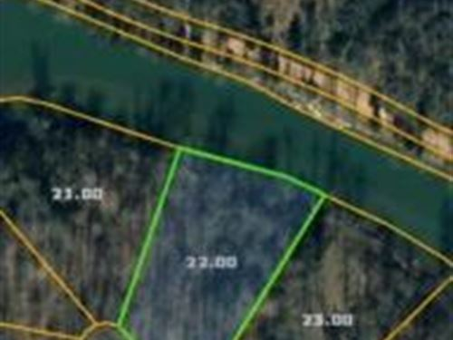Lot Joins Country Club Golf 120018 : Linden : Perry County : Tennessee