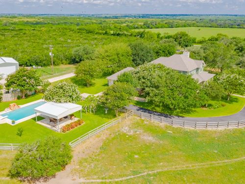 Beautiful Home, Pool, Barns, 70 Acs : Pettus : Bee County : Texas