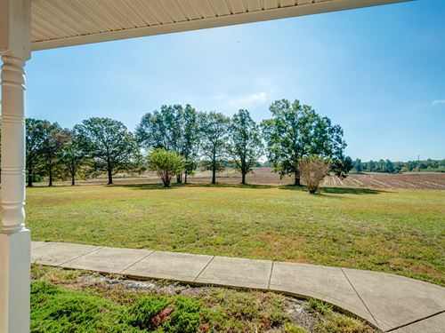 Gorgeous Farm-Custom Home On 140 Ac : McEwen : Humphreys County : Tennessee