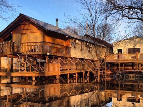 White River Cabin in Clarendon, Ark : Clarendon : Monroe County : Arkansas