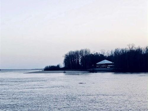 Beautiful Lodge Overlooking Missis : Tallulah : Madison Parish : Louisiana