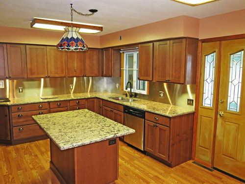 Ranch Home Minutes to Town, Extra : Pine City : Chemung County : New York