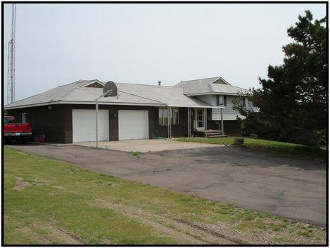 Beautiful Home with 10A (T1328) : Syracuse : Hamilton County : Kansas