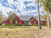 Custom 4 BR Brick Detached Garage : Selmer : McNairy County : Tennessee
