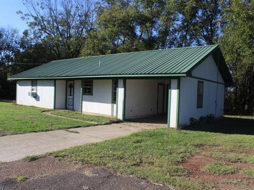 Country Home Dekalb, TX / Bowie : De Kalb : Bowie County : Texas