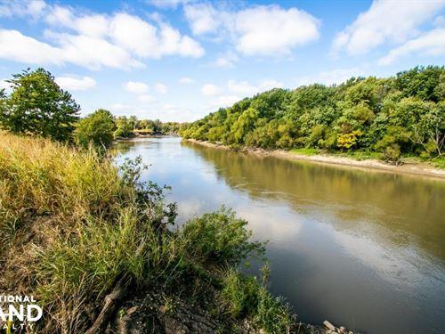 Neosho River Hunt And Fish : Iola : Allen County : Kansas