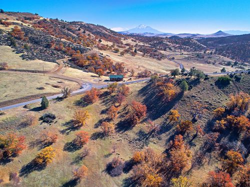 Outdoor Recreation on 3.3 Acres : Hornbrook : Siskiyou County : California