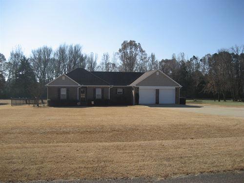 3 Bedroom Brick Home Adamsville, TN : Adamsville : Hardin County : Tennessee