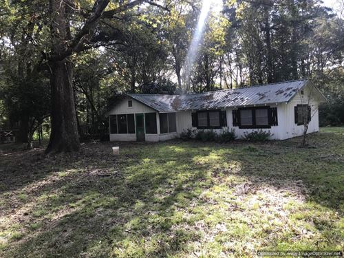 Beautiful Farmhouse With 2.5 Acres : Sontag : Lawrence County : Mississippi