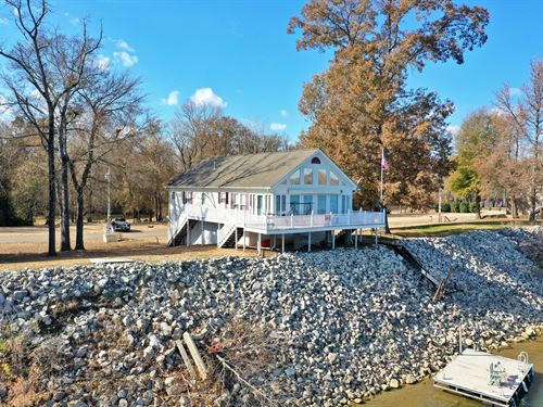 Beautiful Tennessee River Home : Decaturville : Decatur County : Tennessee