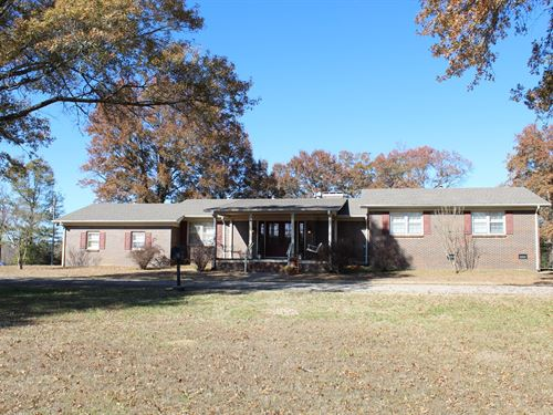 TN Farm Ranch Brick Home Barn : Selmer : McNairy County : Tennessee