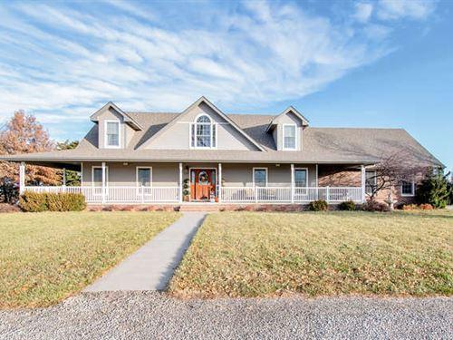 Beautiful, Spacious Country Home : Burrton : Harvey County : Kansas