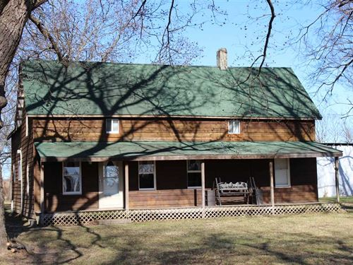 Cedar Home on 25 Acres, Pond, Cre : Neodesha : Wilson County : Kansas