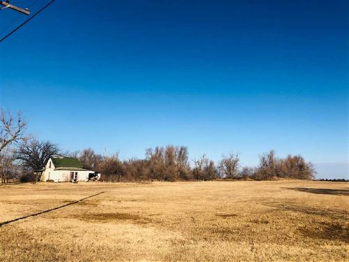 Development Property, 2+ Acres : Saint John : Stafford County : Kansas