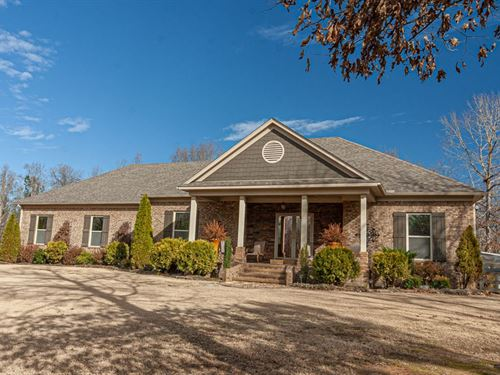 Private Setting Custom Brick Home : Bethel Springs : McNairy County : Tennessee