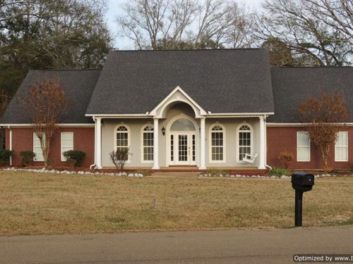 Beautiful Home With Lake Views : Brookhaven : Lawrence County : Mississippi