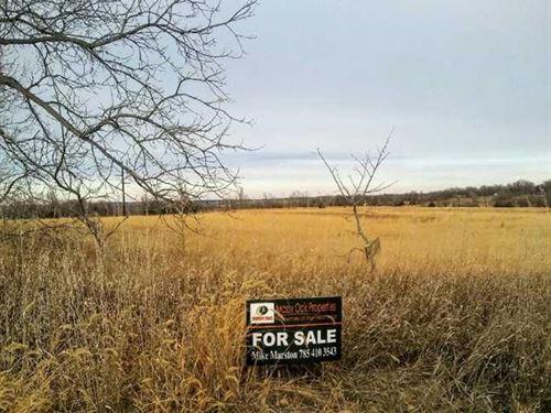 Perfect 9.2 Acre Building Lot : Chapman : Dickinson County : Kansas