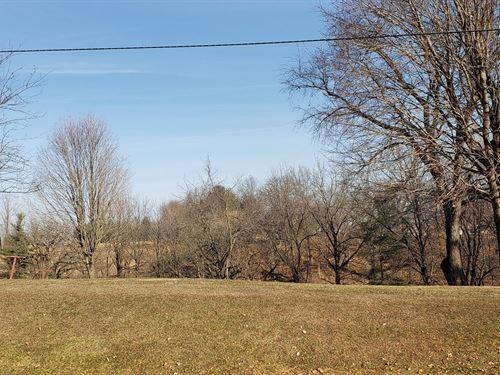 Private Lot in The County : Anamosa : Jones County : Iowa
