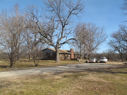 Sprawling Riverfront Ranch : Quapaw : Ottawa County : Oklahoma
