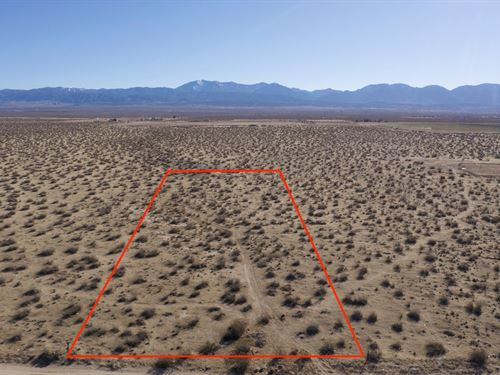 2.56 Acre Lot in Los Angeles County : Llano : Los Angeles County : California