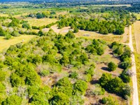 2.0 Acres Minerals & Unrestricted : Hallettsville : Lavaca County : Texas