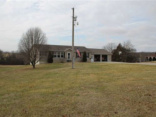 Beautiful Country Home Sitting : Urich : Henry County : Missouri