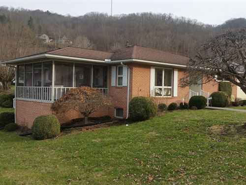 Beautiful Home Fronts The River : Hinton : Summers County : West Virginia