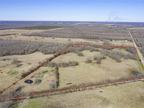Fenced With Pond and Corrals : Detroit : Red River County : Texas