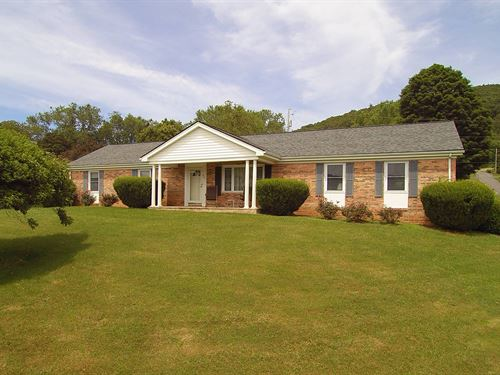 One Level Living in Town : Independence : Grayson County : Virginia