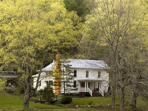 Historic Country Farmhouse Floyd VA : Check : Floyd County : Virginia