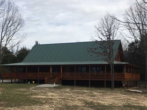 Gorgeous Cedar Log Cabin, Hardwood : Cave City : Sharp County : Arkansas
