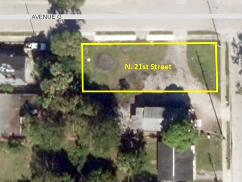 Corner Lot in Florida's Finest : Fort Pierce : Saint Lucie County : Florida