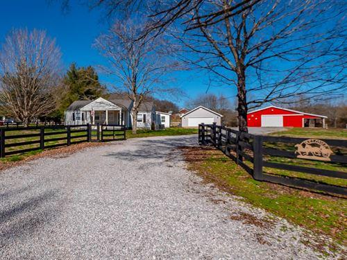 Mini Farm Amazing 4 Stall Barn : Thompson's Station : Williamson County : Tennessee