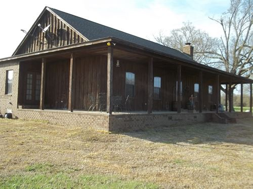 Nice Home, Barn, Pond, Pasture : Como : Panola County : Mississippi