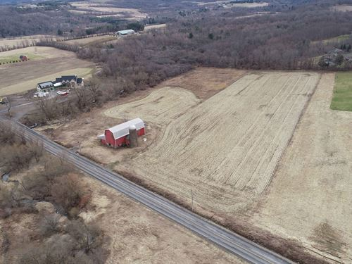 Scenic Farm With Old Wood Barn : Pompey : Onondaga County : New York