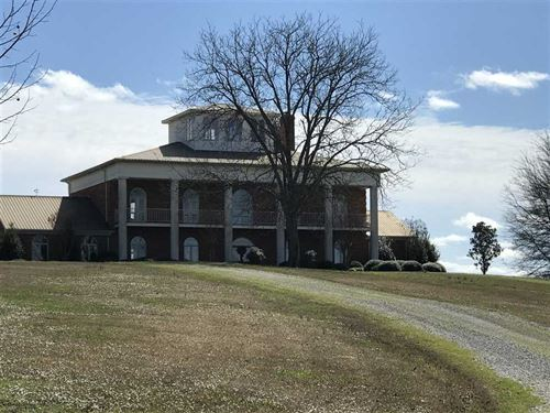 Beautiful Estate Including a Tradi : Houston : Chickasaw County : Mississippi