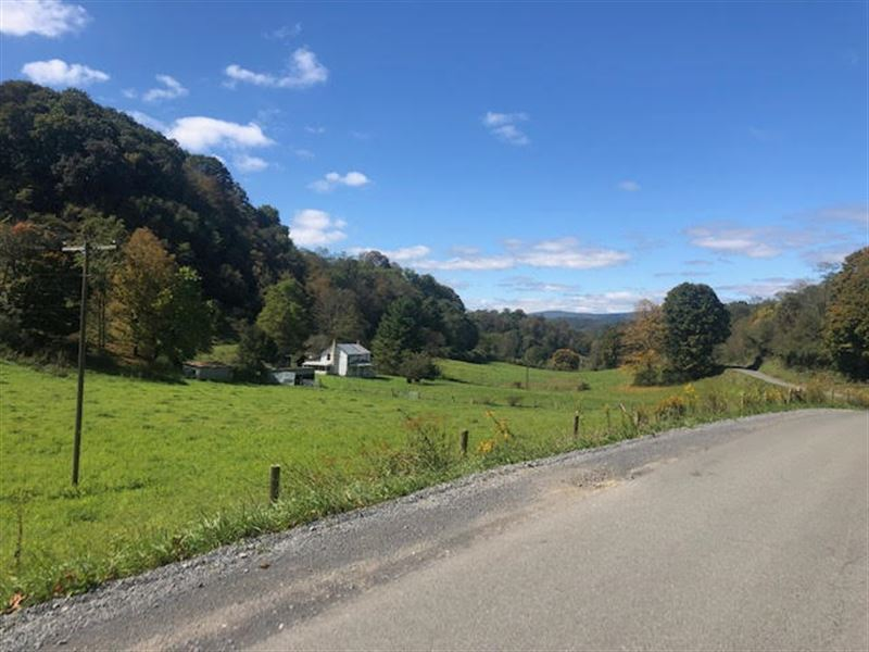 Beautiful Farm with Amazing Views : Frankford : Greenbrier County : West Virginia