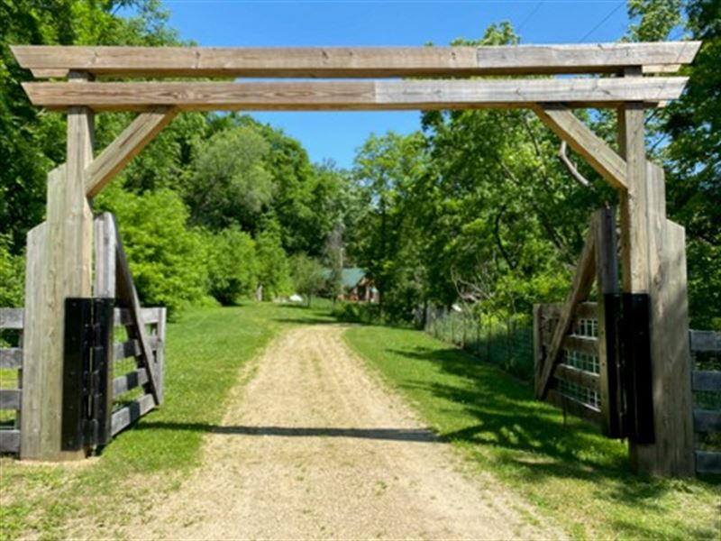 Peaceful Valley Setting, Cabin : Cassville : Grant County : Wisconsin