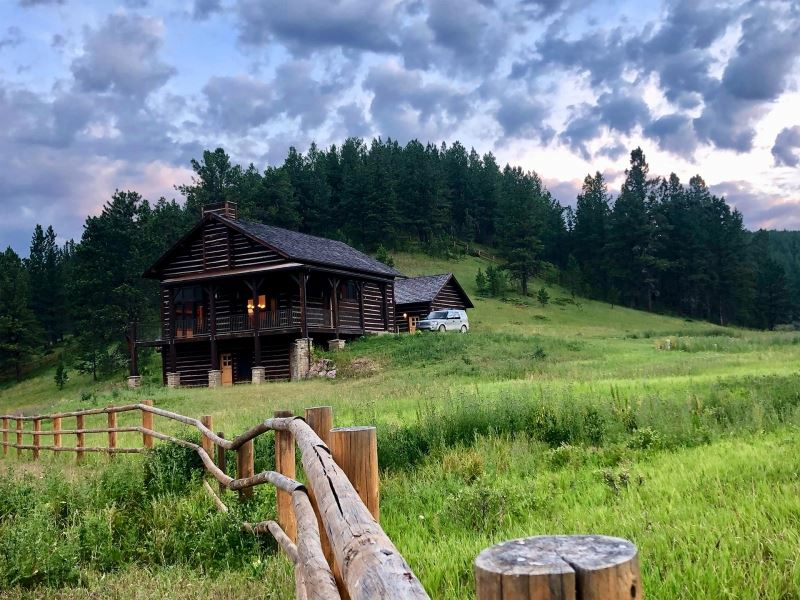Pronghorn Lodge : Roundup : Musselshell County : Montana