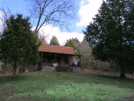 41 Acres With Nice Cabin - $134,500 : Hartsville : Trousdale County : Tennessee